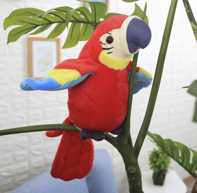 Un perroquet en peluche sur un arbre